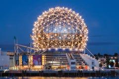 科学世界温哥华在晚上 免版税库存照片