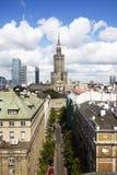 科学和文化宫殿在华沙在天之前 免版税库存图片