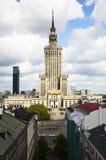科学和文化宫殿在华沙在天之前 免版税库存照片
