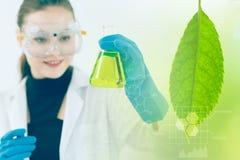 科学和绿色自然草本提取生物技术  免版税库存照片
