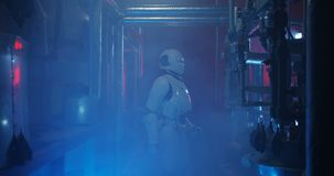 科学家和机器人举办的维护 影视素材