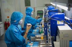 科学工厂瓷生产LED技术 免版税库存照片