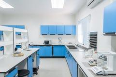 科学现代实验室内部建筑学 免版税图库摄影