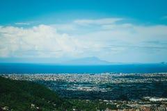 科尔巴拉市,Salermo,地区褶皱藻属,阿马尔菲海岸,意大利省全景  库存图片