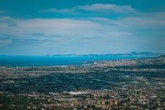 科尔巴拉市,Salermo,地区褶皱藻属,阿马尔菲海岸,意大利省全景  免版税图库摄影