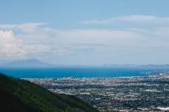 科尔巴拉市,Salermo,地区褶皱藻属,阿马尔菲海岸,意大利省全景  图库摄影