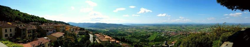 从科尔托纳,意大利的托斯卡纳视图 免版税库存照片