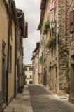 科尔托纳,托斯卡纳,意大利狭窄的街道  免版税图库摄影