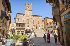 科尔托纳,托斯卡纳,意大利- 2014年7月1日的市中心 库存图片