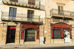 科尔莱奥内老镇的街道在西西里岛,意大利 免版税库存照片