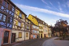 科尔马法国五颜六色的半干材议院城市地平线 图库摄影