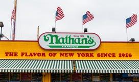科尼岛的,纽约纳丹的原始的餐馆。 免版税库存图片