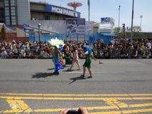 2013年科尼岛美人鱼游行19 免版税库存照片