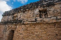 科巴,墨西哥,尤加坦:考古学复合体、废墟和金字塔在古老玛雅城市 免版税库存照片