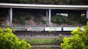 科布伦茨,德国, 10 06 2018年 英尺长度,驾驶沿着高速公路的货车 影视素材