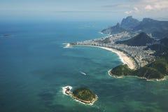科帕卡巴纳海滩里约热内卢巴西鸟瞰图 免版税库存照片