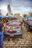 科帕卡巴纳,玻利维亚- 1月3 :在b之外的未认出的汽车 免版税库存照片