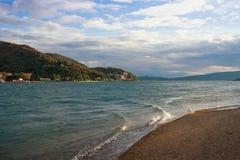 科托尔海湾亚得里亚海看法在一个大风天 黑山 库存照片