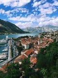 科托尔海湾和老镇,黑山,科托尔看法  免版税图库摄影