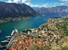 科托尔,黑山镇  Boko科托尔海湾在地中海 免版税库存图片
