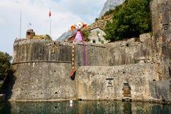 科托尔,黑山, 2015年8月10日:科托尔老中世纪镇老堡垒  科托尔是世界遗产名录坐联合国科教文组织的部分 库存照片
