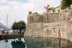 科托尔,黑山, 2015年8月10日:科托尔老中世纪镇老堡垒  科托尔是世界遗产名录坐联合国科教文组织的部分 免版税图库摄影