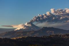 科托帕克西火山爆发 免版税库存照片