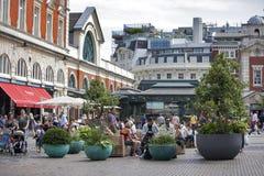 科文特花园市场看法在伦敦 科文特花园-其中一个主要旅游胜地在伦敦-为它的restauran被认识 免版税库存图片