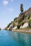 科林斯湾运河的海岸在希腊 库存照片