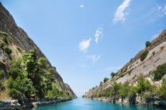 科林斯湾运河的海岸在希腊 免版税库存照片