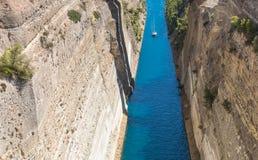 科林斯运河在希腊 图库摄影