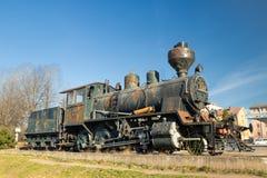 科沃拉,芬兰- 2019年4月18日:老蒸汽机车作为在科沃拉火车站的一个展览在芬兰 库存图片
