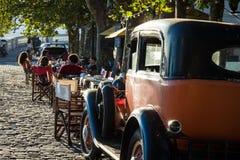 科洛尼亚德尔萨克拉门托,乌拉圭- 2018年2月03日:老汽车同水准 库存照片