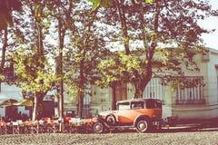 科洛尼亚德尔萨克拉门托,乌拉圭- 2018年2月03日:老汽车同水准 免版税图库摄影