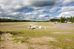 科特卡,芬兰- 2017年9月17日:光非动力化的飞机的机场 免版税库存照片