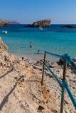 科米诺岛蓝色盐水湖海滩 免版税库存照片