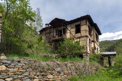 科索沃,保加利亚地道村庄有19世纪房子的 免版税图库摄影