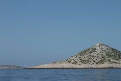 科纳提群岛群岛的无人居住的海岛  免版税库存照片