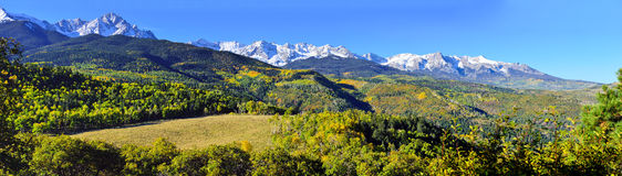 科罗拉多全景高山风景在叶子期间的 免版税库存照片