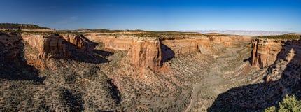 科罗拉多国家历史文物全景从红色峡谷的俯视 免版税图库摄影