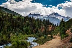 科罗拉多山和friver 免版税库存图片