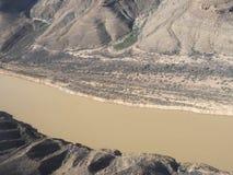 科罗拉多河在从直升机看见的大峡谷 库存照片