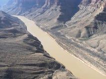 科罗拉多河在从直升机看见的大峡谷 图库摄影