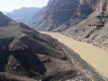 科罗拉多河在从直升机看见的大峡谷 免版税库存照片