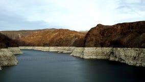 科罗拉多河美好的风景和在胡佛水坝附近的黑峡谷 影视素材