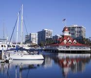 科罗纳多游艇俱乐部小游艇船坞和Bluewater船库场面 免版税库存照片