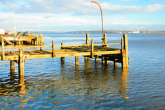 科芙,爱尔兰- 11月26 :2012年11月26日的老力大无比的码头在科芙爱尔兰 免版税库存照片