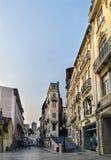 科英布拉,葡萄牙, 2018年8月13日:一个房子的一个非常狭窄的门面的细节叫的街道的合流的 免版税图库摄影