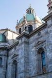 科莫中央寺院的圆顶和尖顶的外在看法与 图库摄影