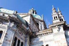 科莫中央寺院的圆顶和尖顶的外在看法与 免版税库存照片